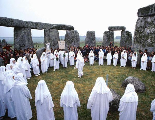Человеческие жертвоприношения у кельтов Подземные божества древних кельтов по жестокости не уступали ацтекским богам: жертвоприношения жрецов этого народа, ныне известных как друиды, были