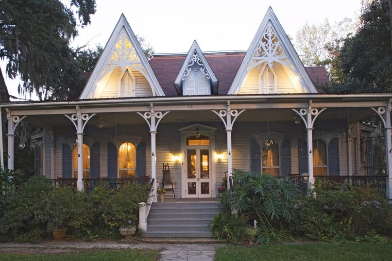 Дом Вольфа-Шлезингера викторианской эпохи (около 1880 г.), ныне гостиница Сент-Фрэнсисвилл, к северу от Батон-Руж, штат Луизиана.