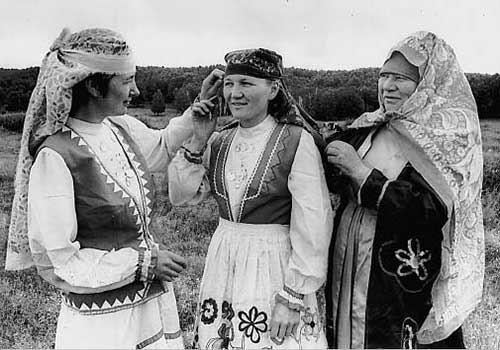 ИСЧЕЗНУВШИЕ НАРОДЫ РОССИИ. Славяне были не единственным народом, населявшим Киевскую Русь. В котле древнерусского государства «варились» и другие, более древние племена: чудь, меря, мурома. Они
