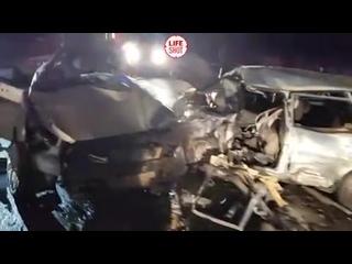Шесть человек погибли и один пострадал в результате ДТП с участием двух легковушек под Смоленском.