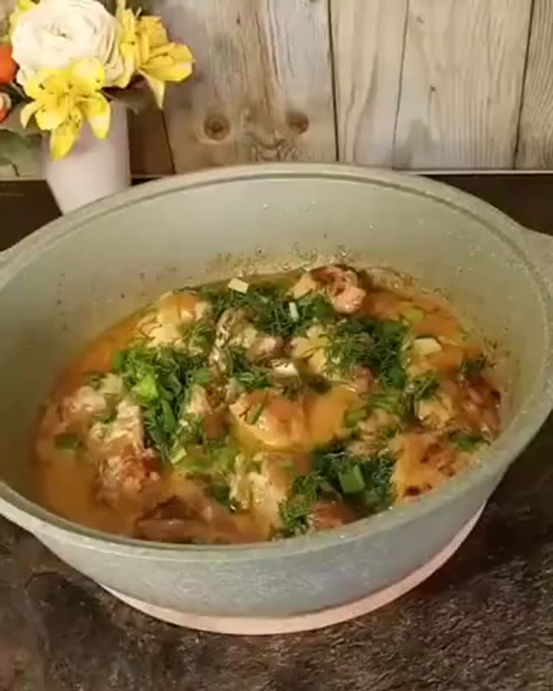 Курица в сметанном соусе.