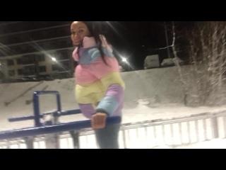 Мы как пенсионеры))) в новогоднюю ночь вышли к уличным тренажерам))