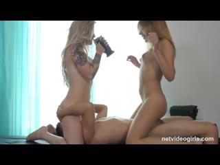 2 горячие татуированные подружки на своем первом порно кастинге. Факер наслаждается мокрыми дырками двух
