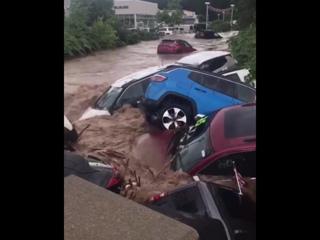 Мощный ливневый паводок в городе Литл Фолс штата Нью-Джерси (США, 11 августа 2018).