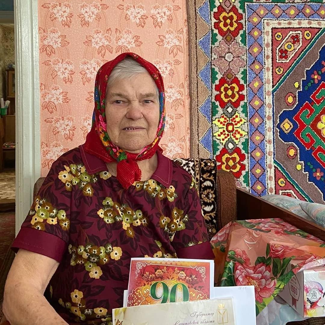Вчера труженица тыла из Петровска Нина Васильевна ПЫЛАЕВА отметила 90-летний юбилей