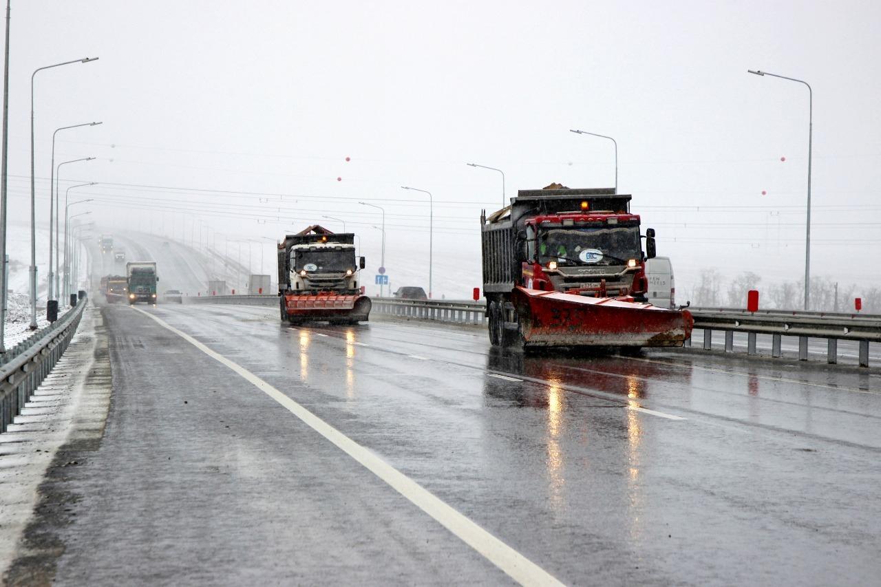 Обеспечивать бесперебойное движение на трассах трех регионов будут более 300 единиц техники