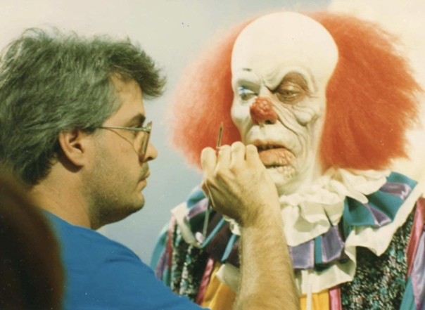 Тим Карри готовится к съемкам в хорроре «Оно», 1990 год
