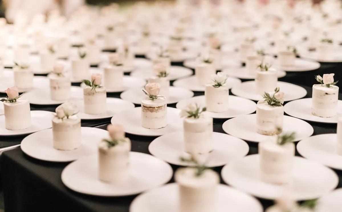 4JOQaBcE2YY - Маленькие свадебные торты