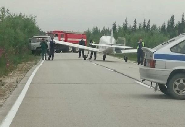 Стала известна причина аварийной посадки самолета на трассу в Печоре