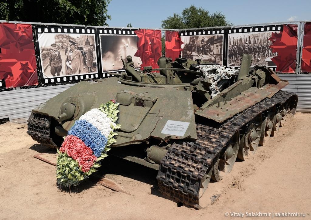 Разбитый танк, музей-панорама Сталинградская битва