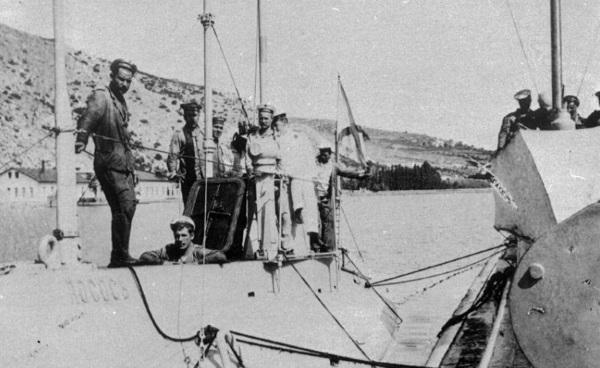 Члены экипажа подводной лодки «Лосось», 1910-е гг.