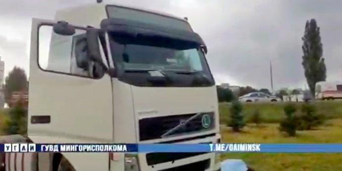 На Селицкого тягач ушел в кювет: оказалось, водитель умер за рулем