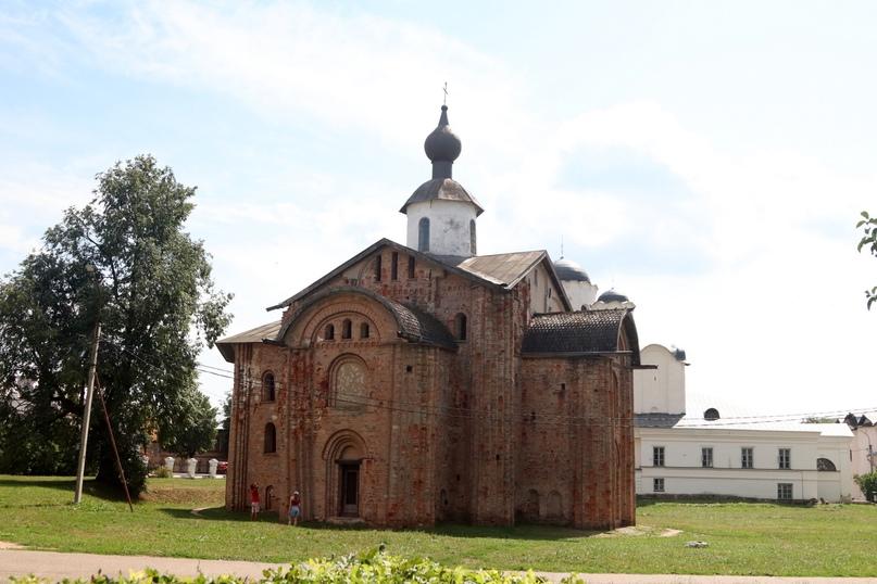 Великий Новгород. Церковь Параскевы Пятницы на торгу