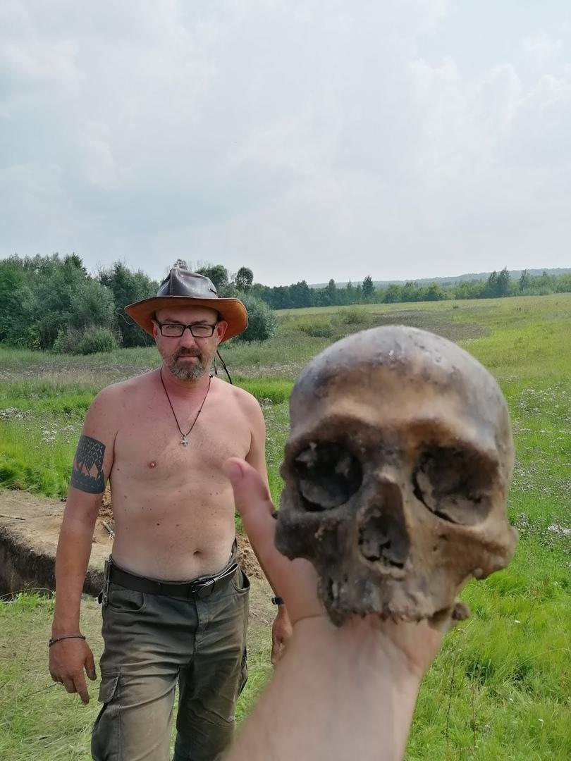 А. Фетисов и вышеупомянутый череп