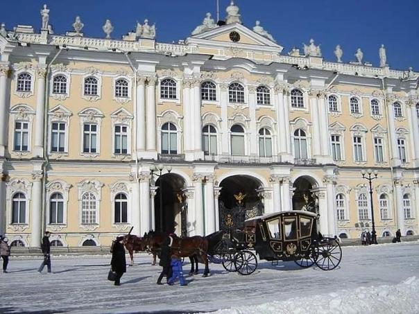 Сколько раз перекрашивали Зимний дворец?