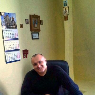 Анатолий Столяров