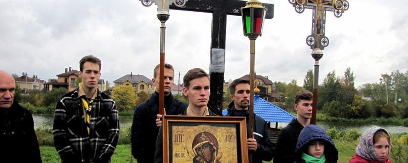 """Дружина """"Кострома"""" организовала крестный ход на Святое озеро"""