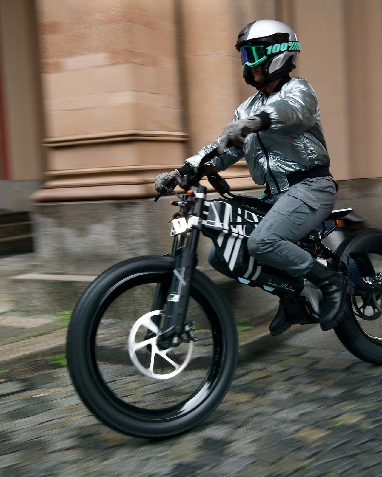 BMW представили концепты электробайков