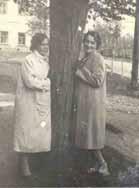 1930-е гг. Слева: Розанова Клавдия Семеновна. Справа: Розанова Антонина Семеновна