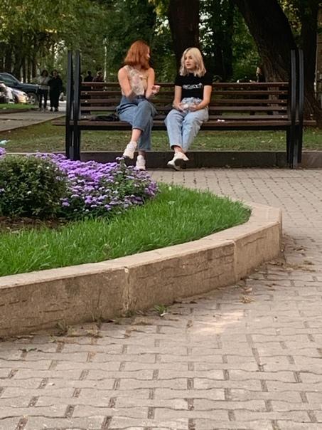 Девчонка с белыми волосами отпишись, понравилась )...