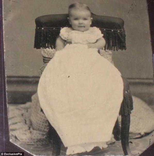Зачем в XIX веке женщин на фото с детьми закрывали покрывалом