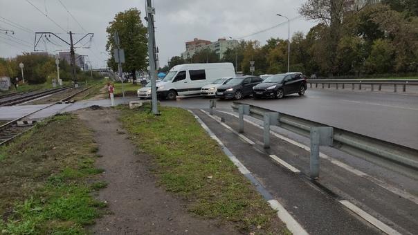 Поворот с ул. Смирновская на переезд всегда проход...