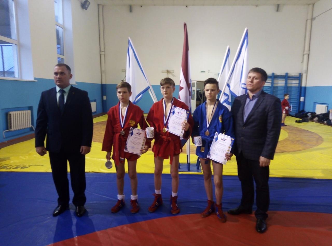 Самбисты из Петровска - победители выездных соревнований