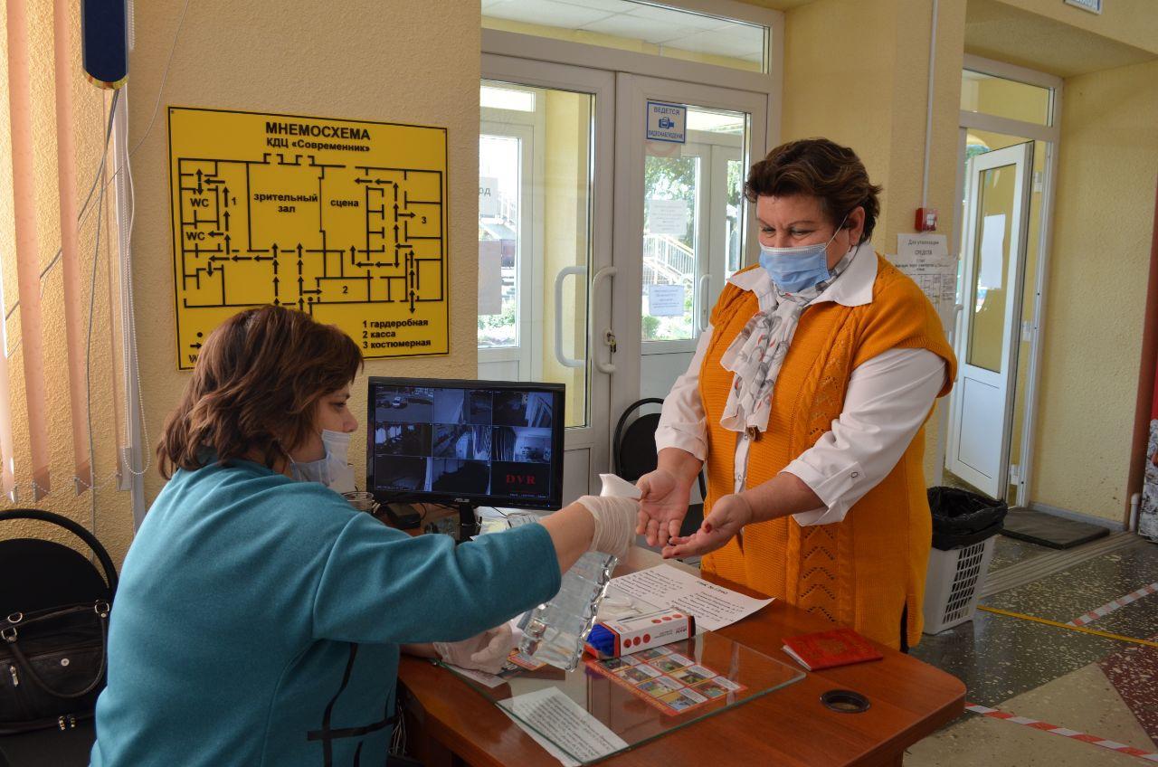 Из-за угрозы распространения коронавирусной инфекции на каждом избирательном участке в Петровском районе действуют особые меры безопасности