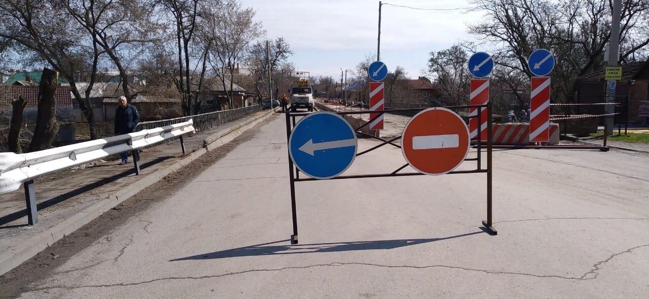 В городе Таганроге продолжается ремонт моста на улице Шевченко