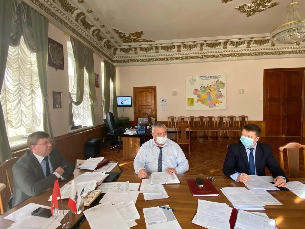 В администрации Петровского района состоялось еженедельное аппаратное совещание