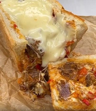 Вика Чуева и ее рецепт гуляша в хрустящем хлебе