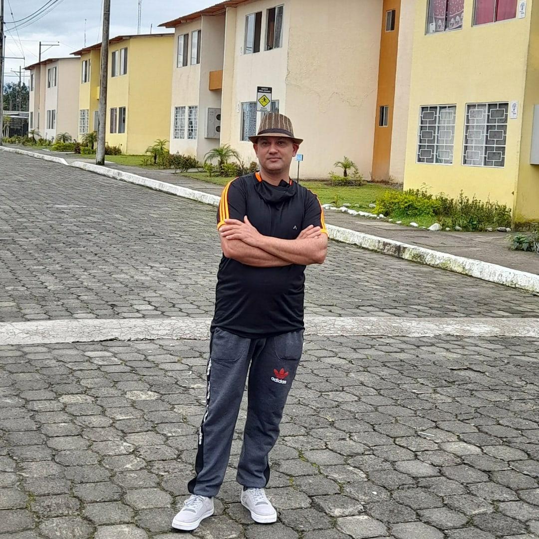 Aftab Hanif, Quito - фото №1