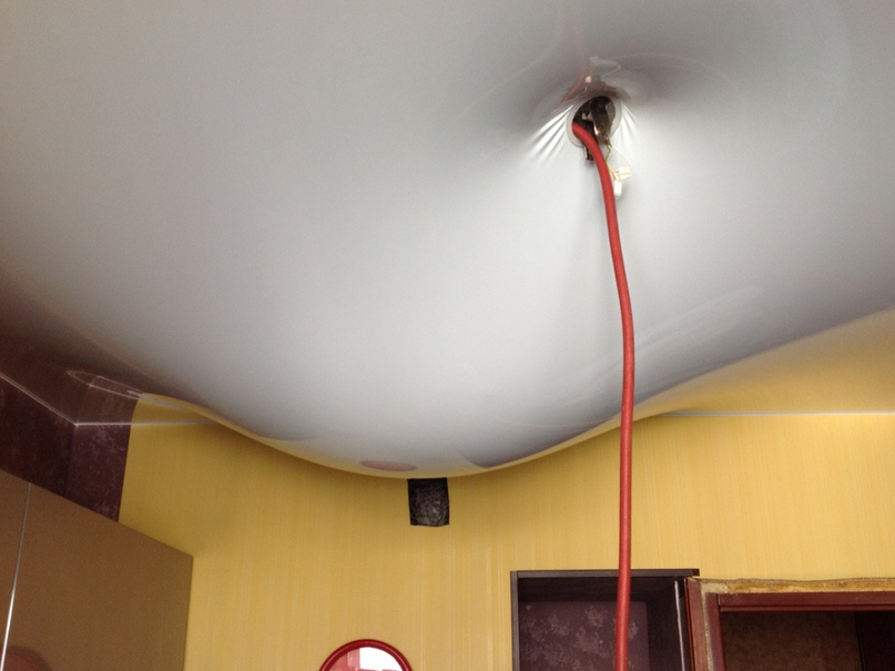 слив воды с потолков