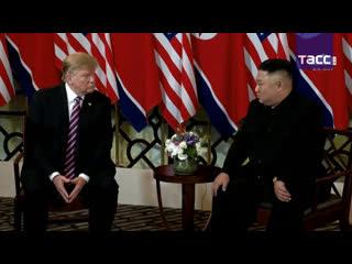 Дональд Трамп и Ким Чен Ын проводят переговоры