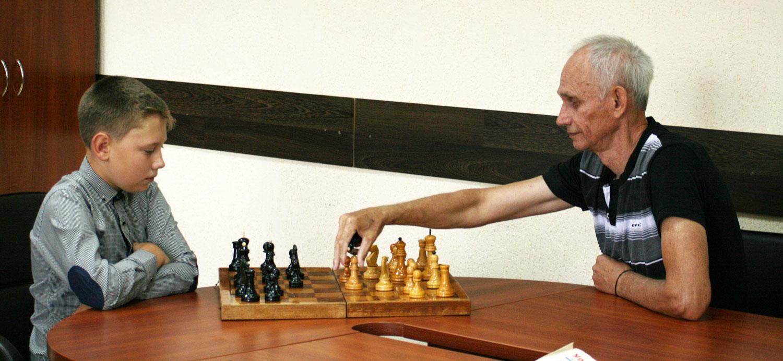 К международному дню шахмат.  Валерий Москвич: «Очень хочу привить детям любовь к этой игре»