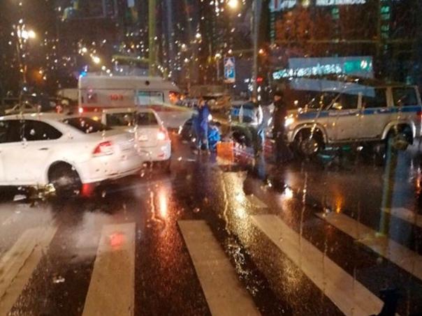 В Зеленограде 23-летняя девушка попала под машину, переходя дорогу в стороне от «зебр...