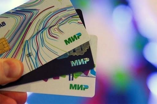 Пенсионерам остаётся месяц, чтобы перейти на карту «МИР»