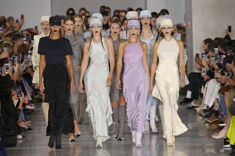 #schedule@topmodelspublic — расписание недели моды в Милане сезона весна/лето 2021.