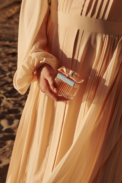 Lucy Boynton  Chloé Signature Rose Tangerine 2020 photoshoot