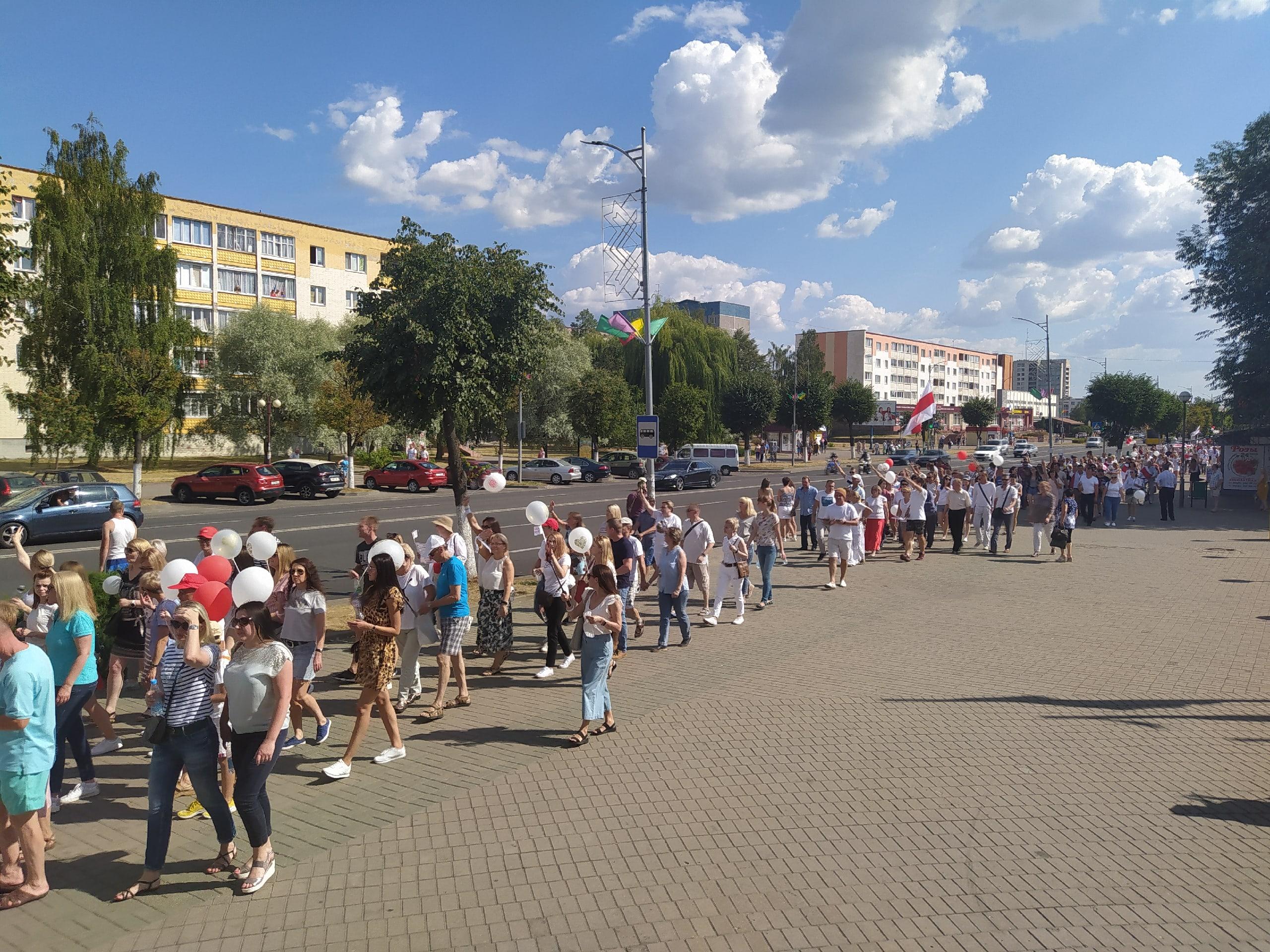 В выходные дни лидчане продолжили выходить на мирные акции.