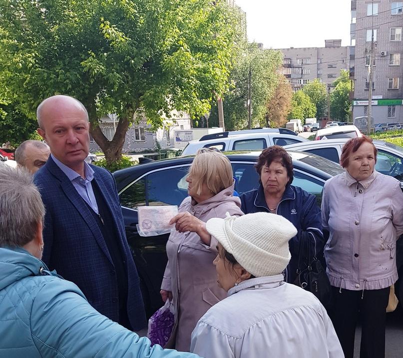 П.В. Еробкин лично встречается с собственниками при объезде домов.